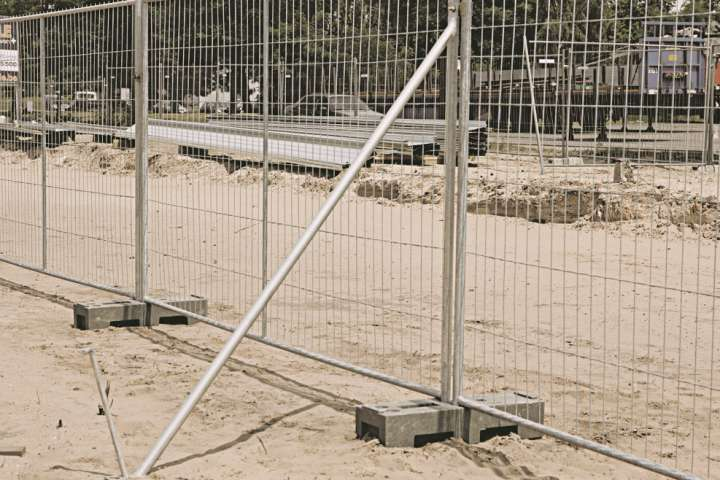 Struts for supports Heras temporary construction fencing